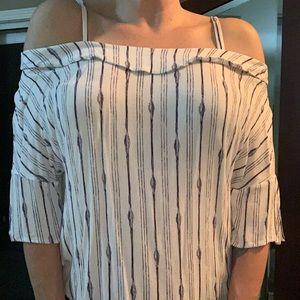 Off shoulder T shirt